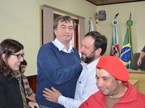 Após resultado, Erone (C) recebeu cumprimento de Marino