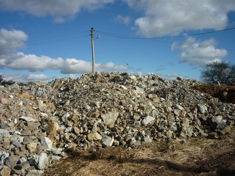 O depósito de cascalho fica no assentamento Capivara A