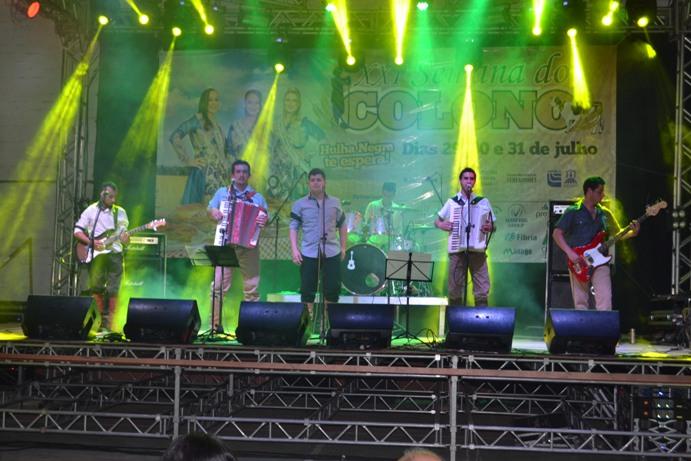 Grupo Eco do Rio Grande anima a tarde de domingo no palco principal
