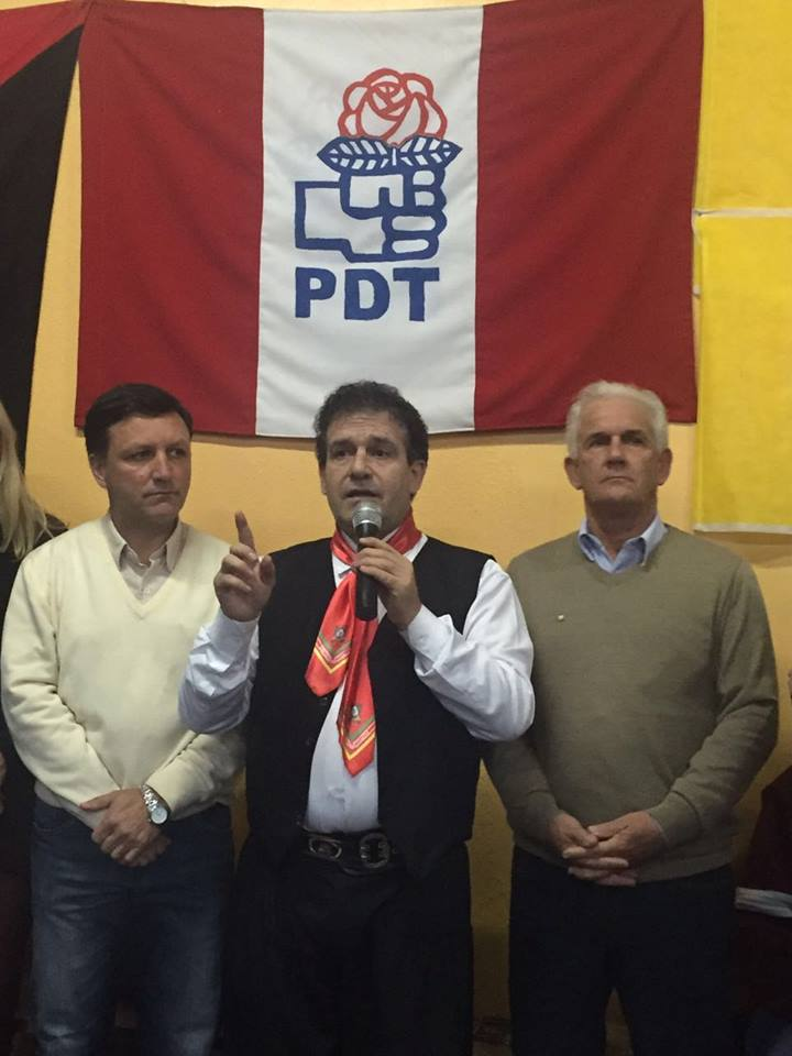 Presidente estadual do PDT, deputado federal Pompeo de Mattos (C) prestigiou Zé Antônio e Cabral na convenção