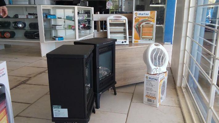 Procura intensa por lareiras e fogões a lenha deixou o estoque da loja com aquecedores apenas para venda