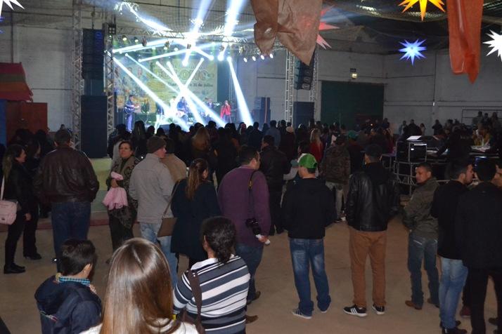 Diversas bandas e músicos se revesaram no palco