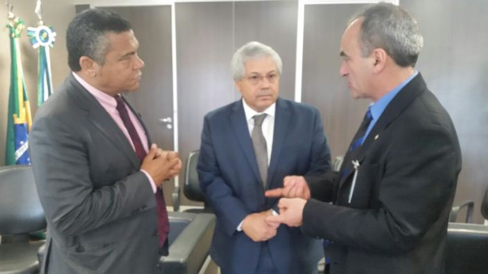 Para Marcon (D), medida inviabiliza a reforma agrária no Brasil