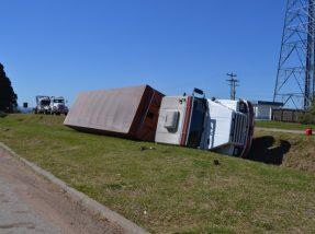 Acidente ocorreu próximo ao acesso da sede do município