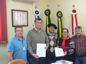 Decreto que regulamenta o serviço no município  foi assinado na tarde de quarta-feira, 19