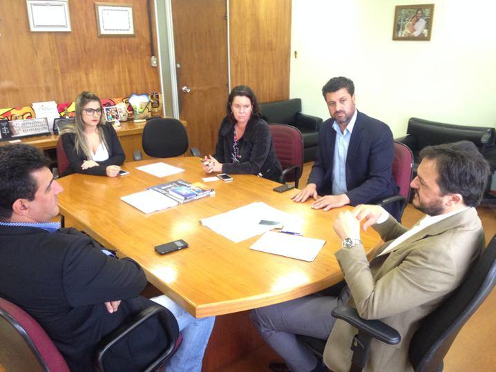 Prefeito eleito de Candiota, Adriano dos Santos e delegado do Senergisul, Darlan Oliveira, se reuniram com o secretário do Trabalho e do Desenvolvimento Social, Catarina Paladini