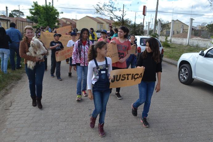 Manifestantes pediram justiça e punição aos autores
