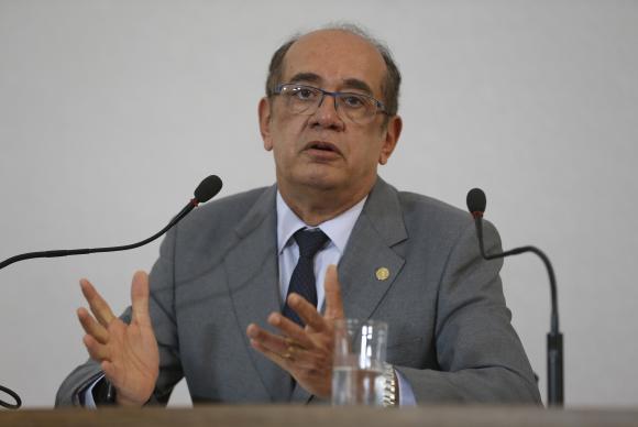 O presidente do Tribunal Superior Eleitoral, ministro Gilmar Mendes, fala à imprensa sobre as eleições 2016