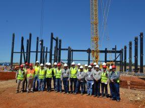 A comitiva esteve no canteiro de obras da termelétrica e nos locais onde estão sendo construídos os alojamentos e a barragem