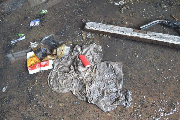 Isqueiro e papéis foram encontrados no local