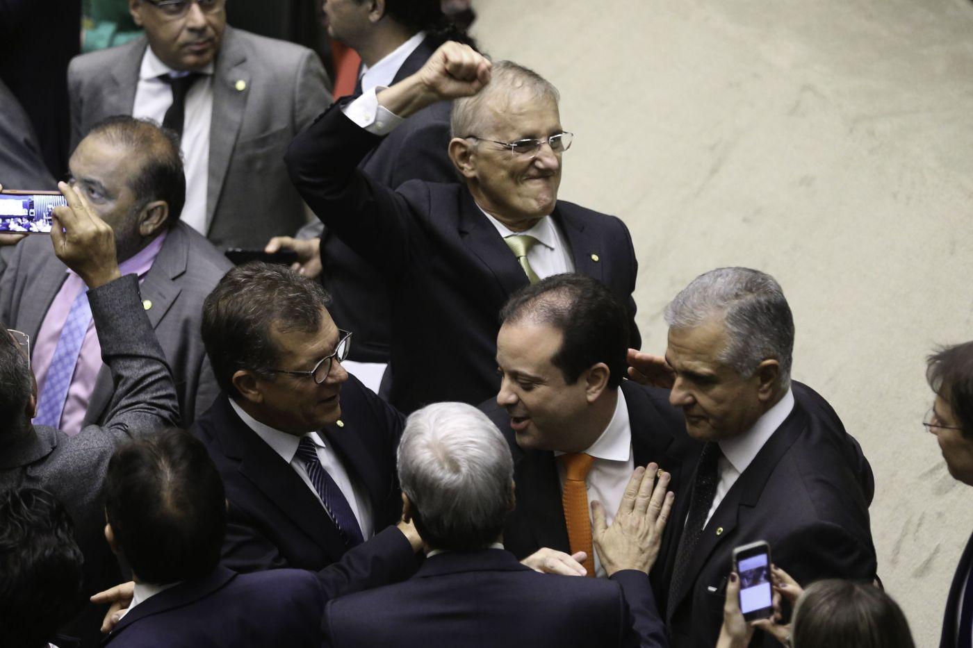 Relator da PEC, deputado gaúcho Darcísio Perondi (PMDB), comemora aprovação