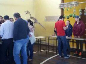 Os alunos apresentaram os trabalhos no Ginásio Carochão