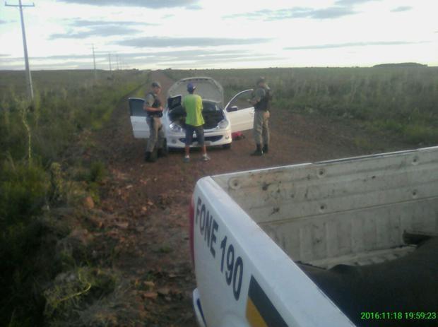 Veículos e pessoas são revistados durante ação na zona rural