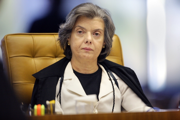 Carmem Lúcia rebateu críticas a uma suposta judicialização da saúde