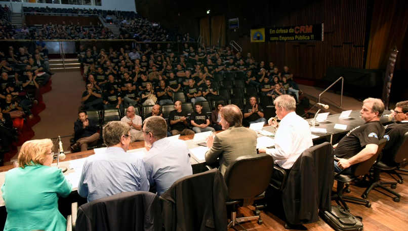 Teatro Dante Barone foi ocupado por mais de 450 mineiros e servidores da CRM