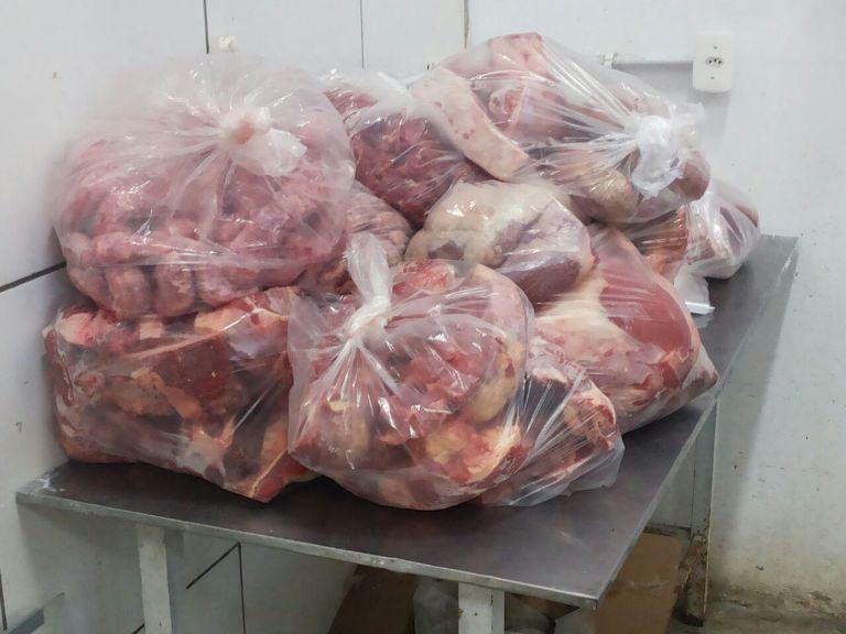 Carne estava em embalagem violada, segundo a BM
