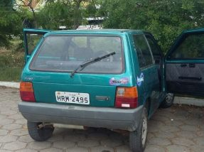 Suspeitos levaram pneus, bateria e um aparelho de rádio do carro