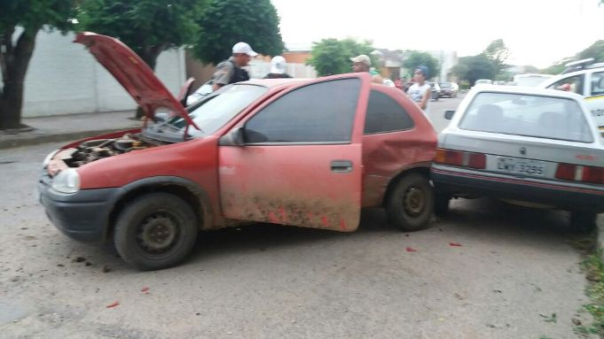 Perseguição encerrou quando acusado bateu em outros veículos na rua Doutor Freitas, centro da cidade