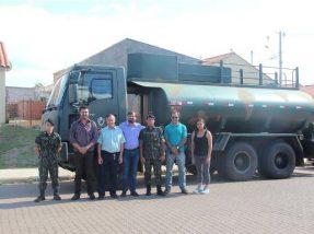 Caminhão pipa chegou ao município na manhã de quinta-feira, 22