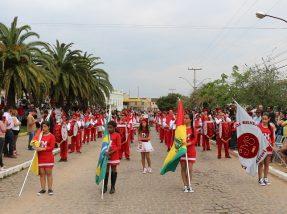 Desfile da banda da escola Professora Inácia Machado da Silveira emocionou em Piratini