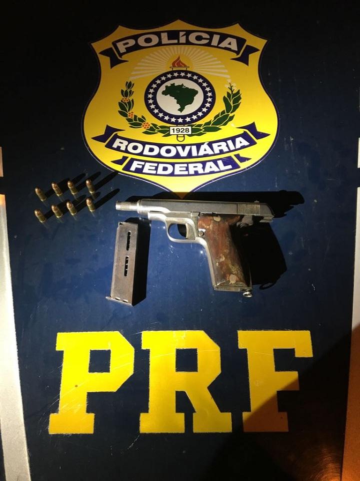 Pistola de fabricação francesa foi apreendida com oito munições