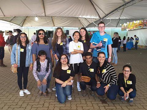 Grupo distribuiu pulseiras amarelas alusivas  a prevenção ao suicídio