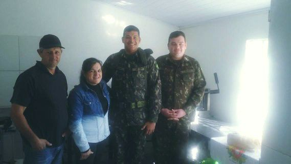Militares visitaram as instalações da Agroindústria da Tia Zane