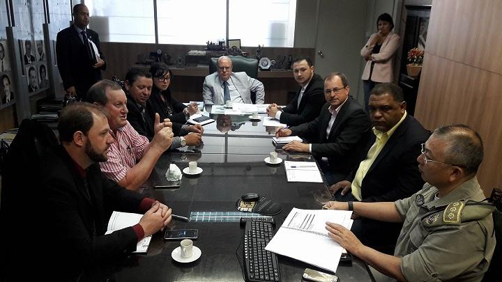 Secretário Schirmer e subcomandante-geral da BM receberam a comitiva