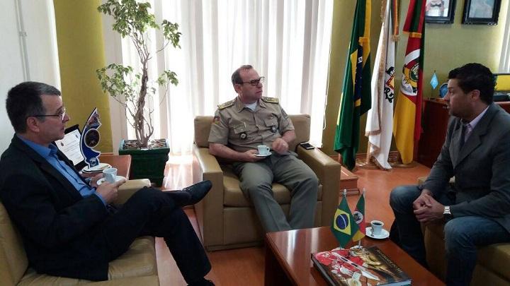 Deputado Nelsinho, coronel Dal'Lago e prefeito Adriano
