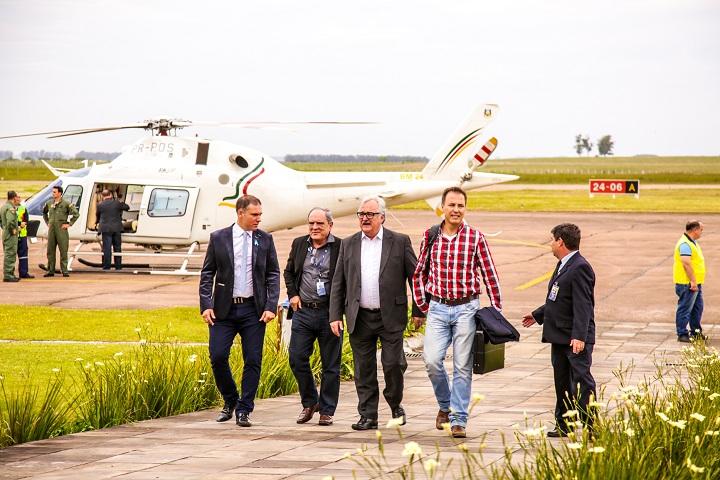 Executivo foi recepcionado no aeroporto bageense