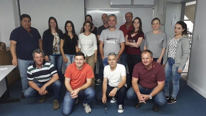 Participantes da capacitação com a ministrante do curso