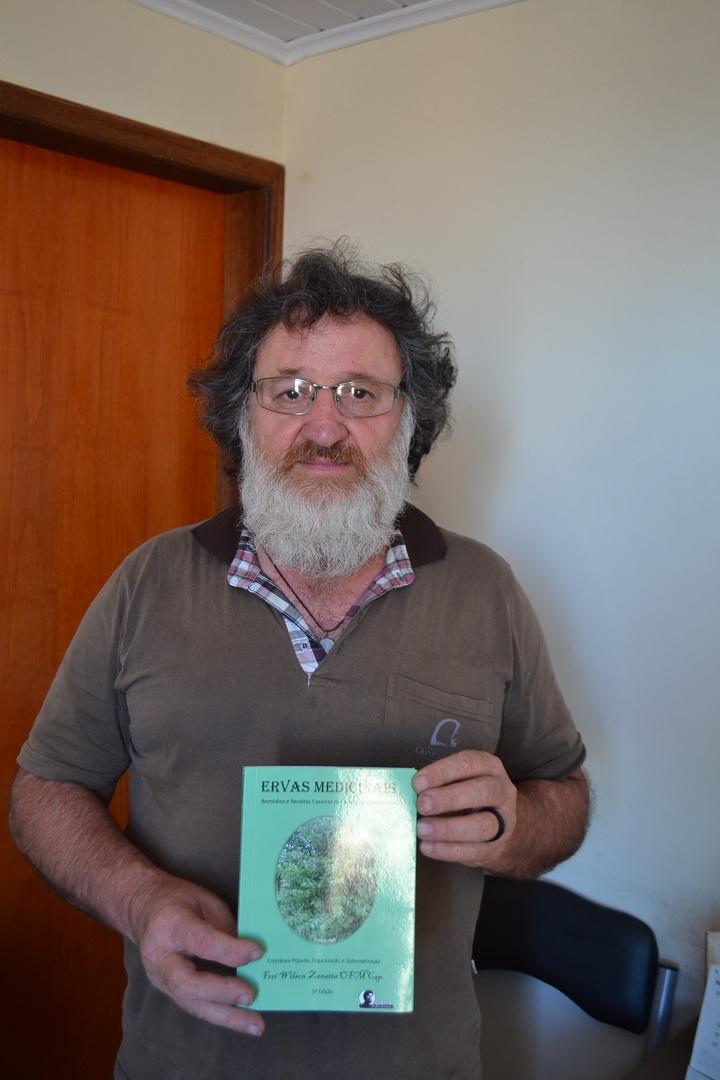 Frei Wilson Zanatta visitou a redação do TP