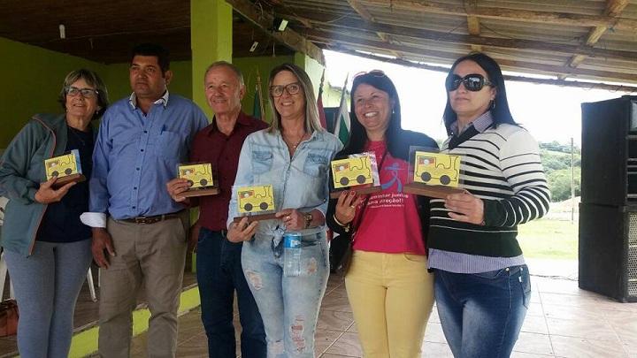 Secretária Cilene Tardiz não mede esforços para a participação dos alunos nas festividades