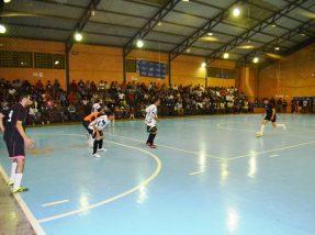 La Coruña venceu por 5 a 3 o Corinthians e faz a final contra o Pinheiro Futsal pela Prata