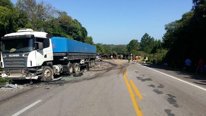 Três veículos se envolveram no acidente