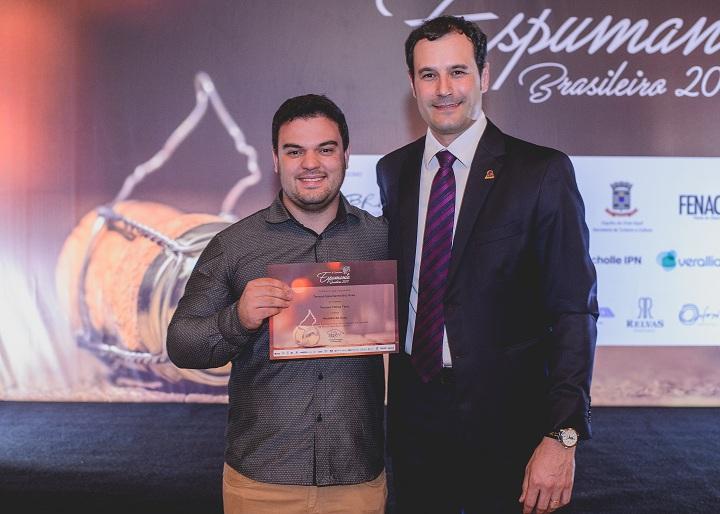 Enólogo Augusto Stuani Salvador recebeu o Certificado pelo Espumante Ouro Rosé