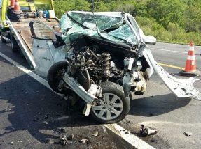 Veículos ficaram destruídos