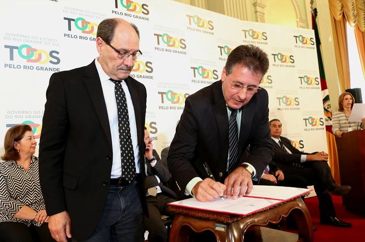 Governador Sartori e secretário Tarcisio Minetto assinaram ordem de serviço para obras que beneficiarão 99 municípios