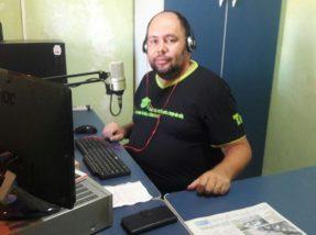 Fabiano Leal é diretor da rádio e também um dos apresentadores