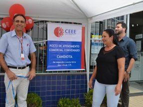 Banner que indica o PAC foi aberto pela proprietária do local, Rosane Parcianello,  pelo gerente da CEEE, Ruimar e prefeito em exercício, Gil Deison Pereira