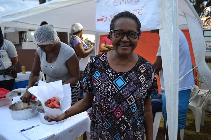 Dona Glória teve a ideia de fazer produzir o alimento para incrementar a renda familiar