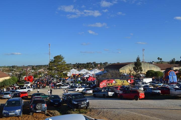 No ginásio ocorre a maior festa do município, a Festa do Colono