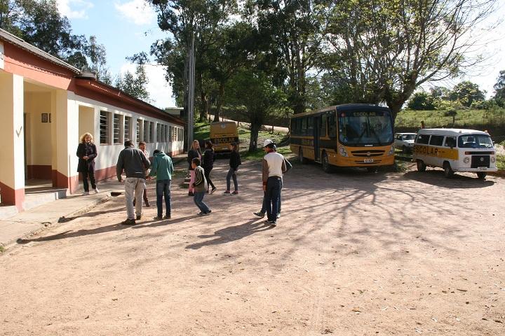 Escola fica a cerca de 20km da sede do município