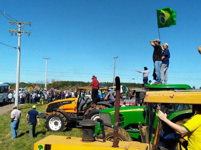 Protesto contra a visita do ex-presidente foi organizado por produtores rurais e empresários