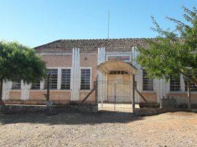 Prédio principal da Escola Dalva ainda está interditado.  Previsão é de início das obras no mês de abril