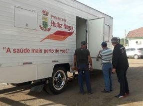 Prefeito Renato Machado e secretário Igor Canto entraram no veículo  para verificar a estrutura após as primeiras manutenções