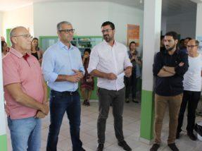 Prefeito Adriano e  vice Gil Deison recepcionaram  os novos profissionais