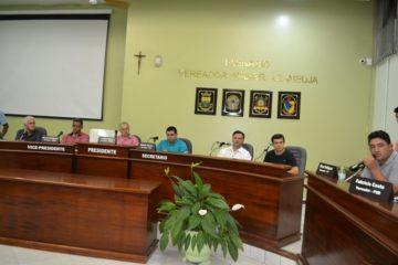 O vereador Gilson Rodrigues (D) foi o proponente da vinda do prefeito e sua equipe ao Legislativo