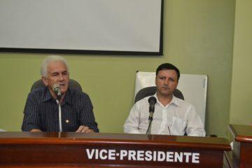 Prefeito Zé Antônio (E), ao lado do vice-prefeito Jackson Cabral, fez a  exposição do drama financeiro que o município atravessa