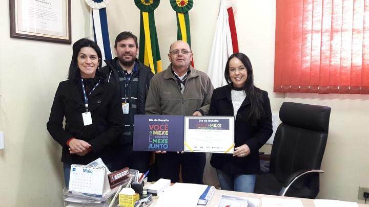 Prefeito Renato Machado recebeu o certificado da equipe do Sesc de Bagé